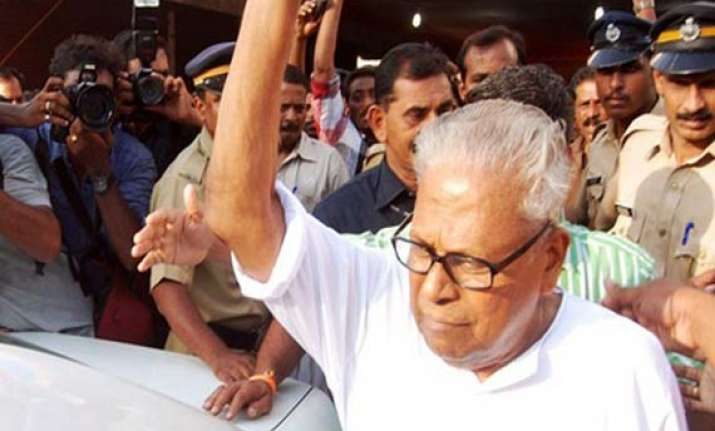 three aides of achuthanandan ousted from cpi m