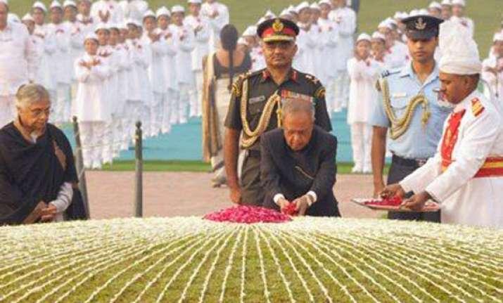 tributes paid to indira gandhi on 95th birth anniversary