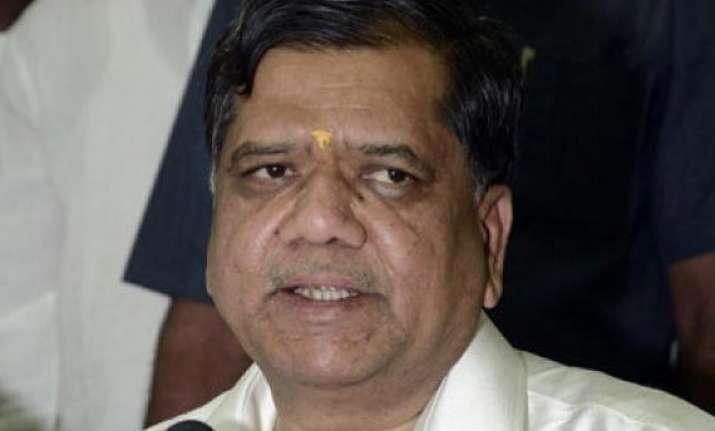 troubled karnataka bjp wants advani to stay