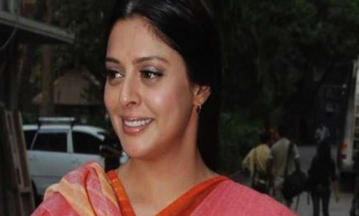 up congress mla misbehaves with actor nagma during roadshow