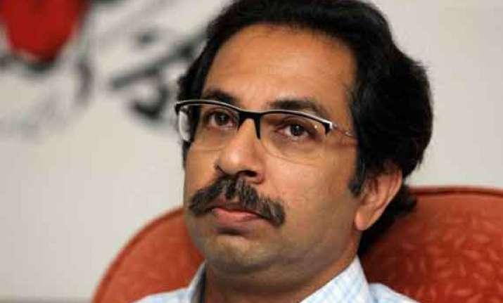 uddhav thackeray casts his vote remembers balasaheb