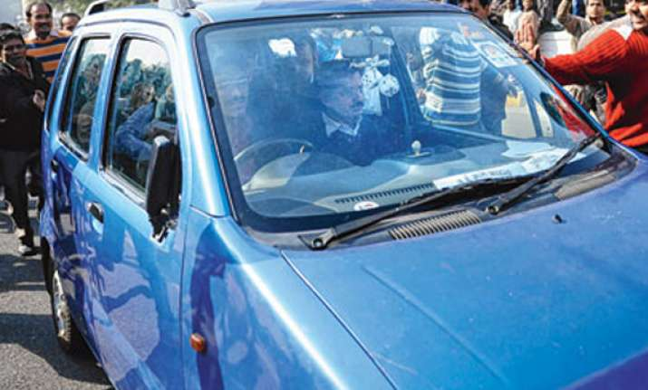 unidentified men damage kejriwal s car in rohtak