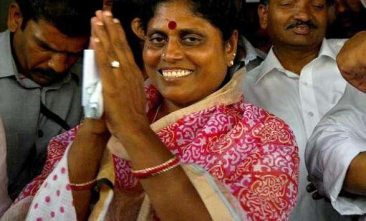 united andhra ysr widow vijayamma to sit on indefinite fast