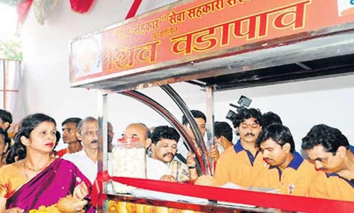 vada pav politics in maharashtra