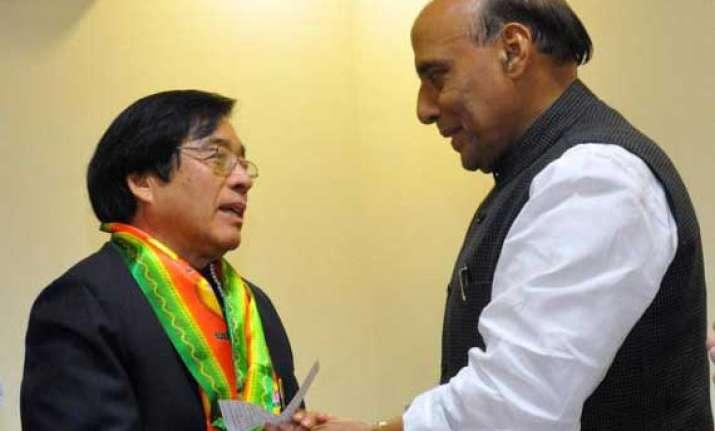 veteran congress leader gegong apang joins bjp