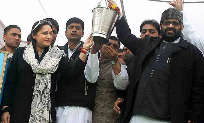 will help mulayam in his hour of crisis says amar