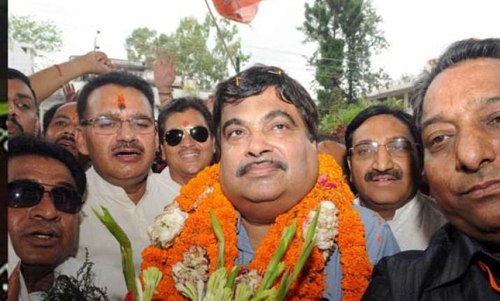 with uttarakhand elections in mind gadkari holds party