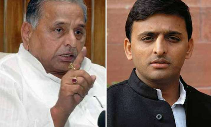 you are surrounded by sycophants mulayam singh tells