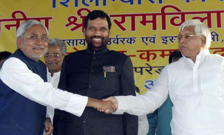 2012 lalu paswan make unsuccessful bid to rock nitish boat