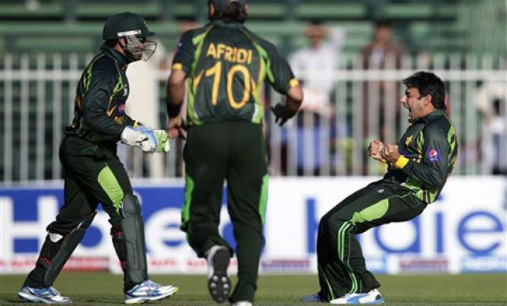 ajmal and afridi rattle south africa for 183
