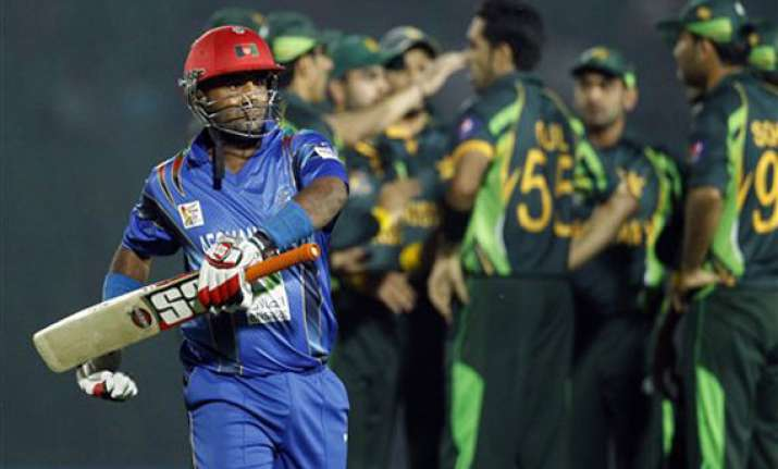 akmal and spinners guide pakistan to victory