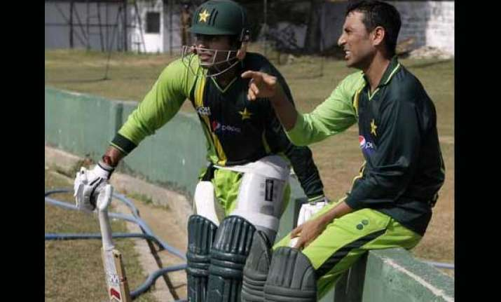 akmal returns for tests younis back in odi team