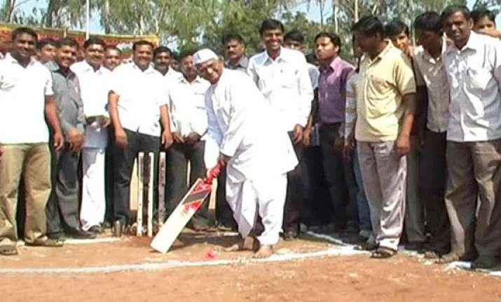 anna hazare demands bharat ratna for sachin