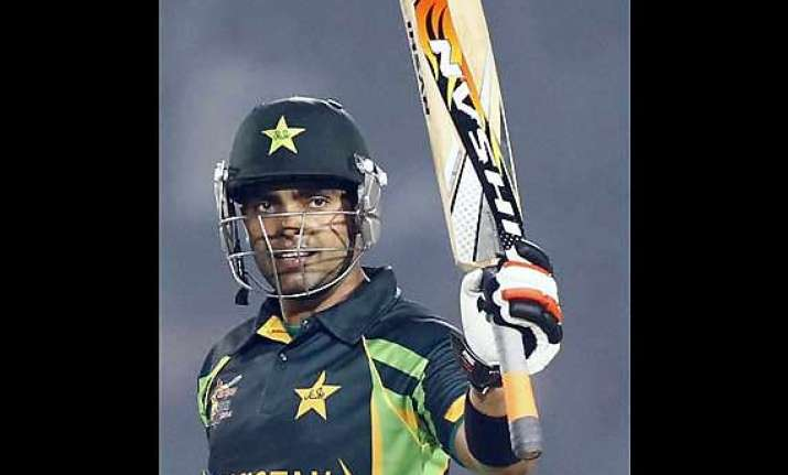 arrest warrant against umar akmal for scuffling with a