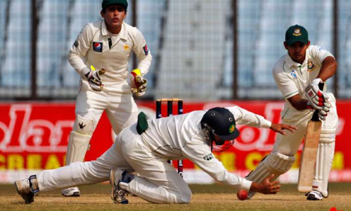 pakistan wins 1st test by an innings and 184 runs