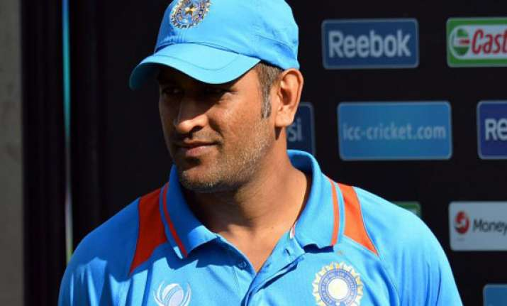bowlers need to adapt quickly in odis dhoni