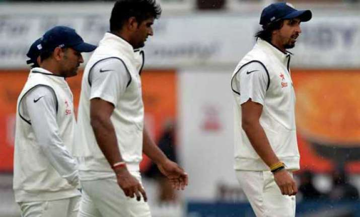 bowling unit a big worry for dhoni ahead of first test