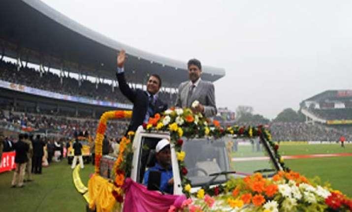 cab felicitates former india pakistan greats