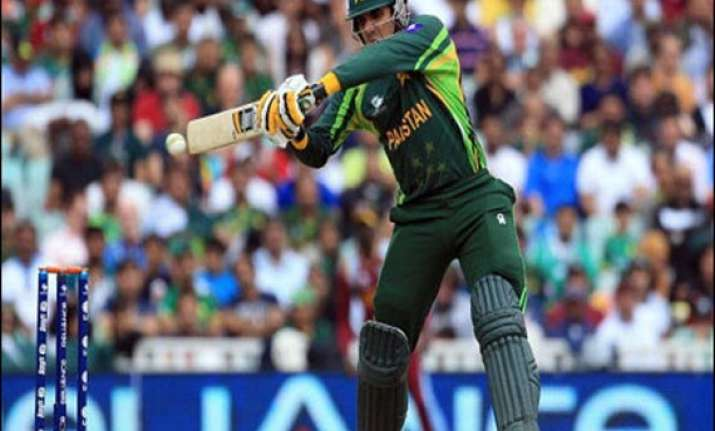 calm misbah guides pakistan to 4 wicket win