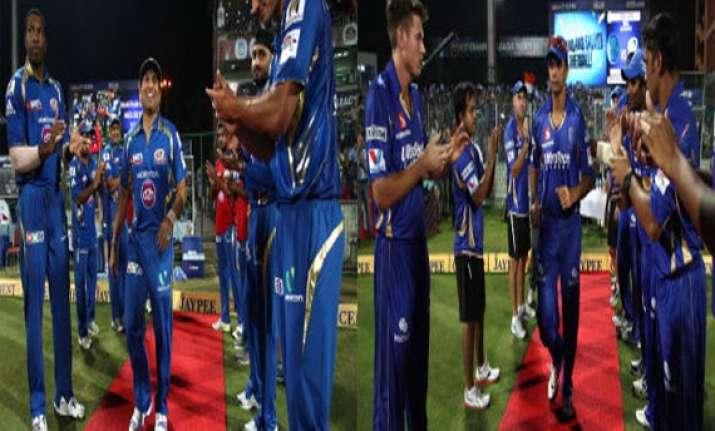 champions league tendulkar dravid given guard of honour by
