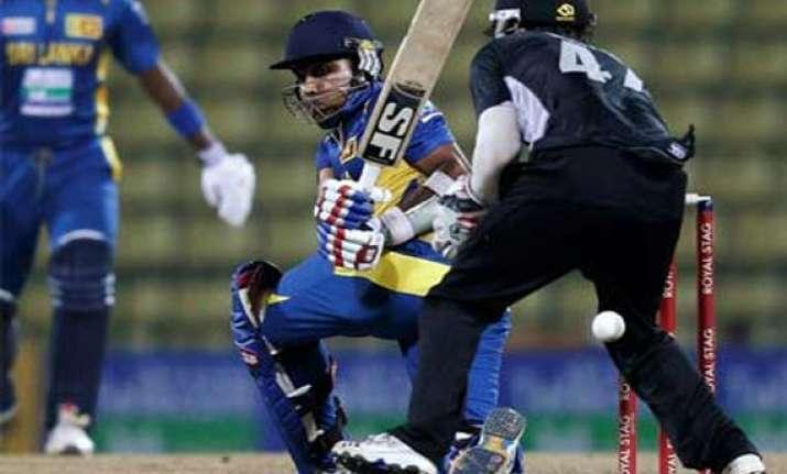 champions trophy kiwis struggle to beat sri lankans by 1