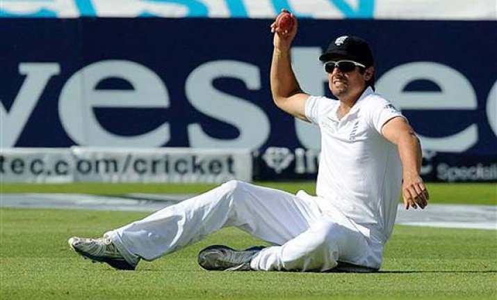 ind vs eng cook not to relinquish captaincy yet despite