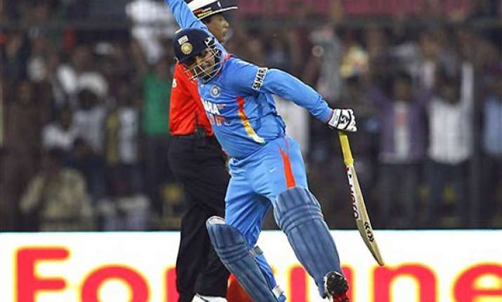 cricket fraternity hails viru says good omen ahead of oz