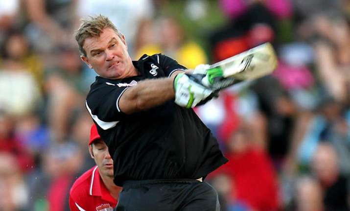 crowe s cricket comeback ends with injury