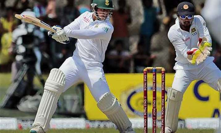 de kock half century takes south africa to 331 7 vs sri