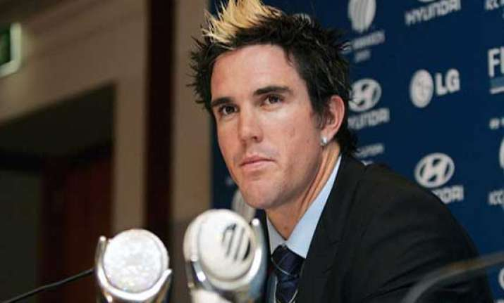 kevin pietersen turns from stylish batsman to hair stylist