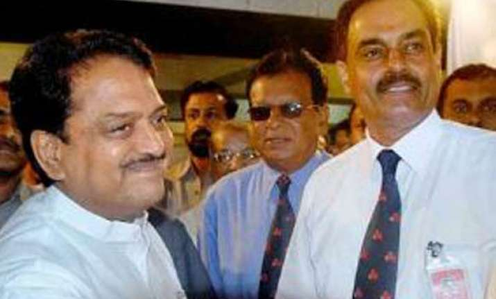 deshmukh defeats vengsarkar to become new mca president