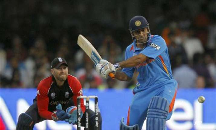 dhoni miffed with udrs