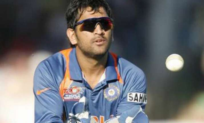 dhoni ponting unhappy with turning chennai track