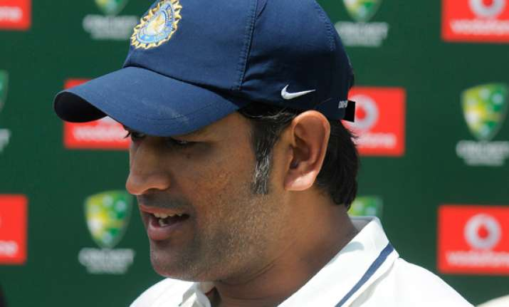 dhoni ready to quit test captaincy