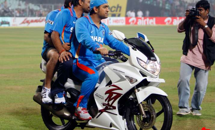 dhoni takes dig at england s record in india