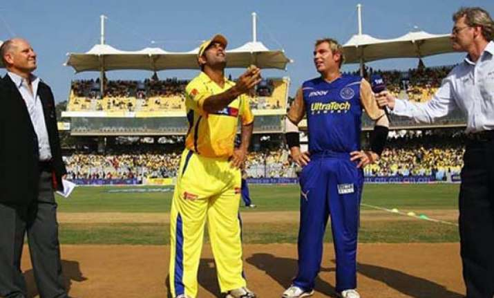dhoni takes on warne