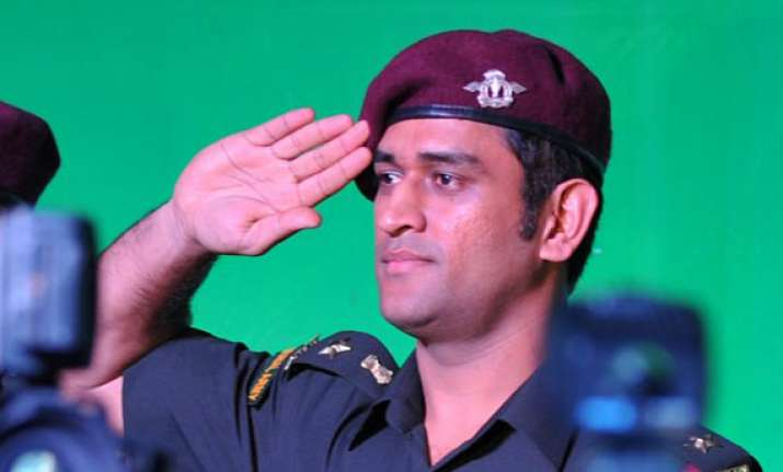 dhoni to visit army bases in border areas