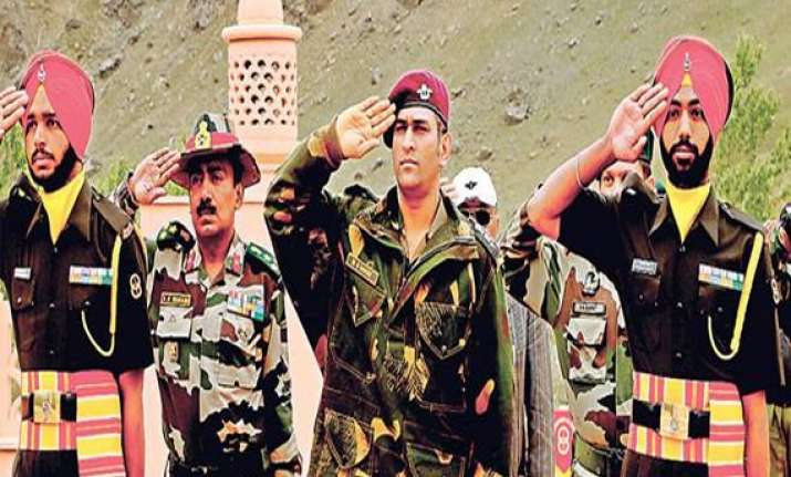 dhoni gets a crew cut in kargil