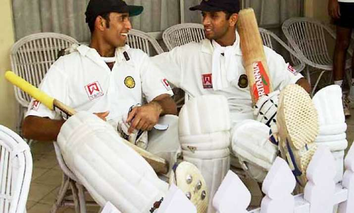 dravid laxman move up in test batting rankings