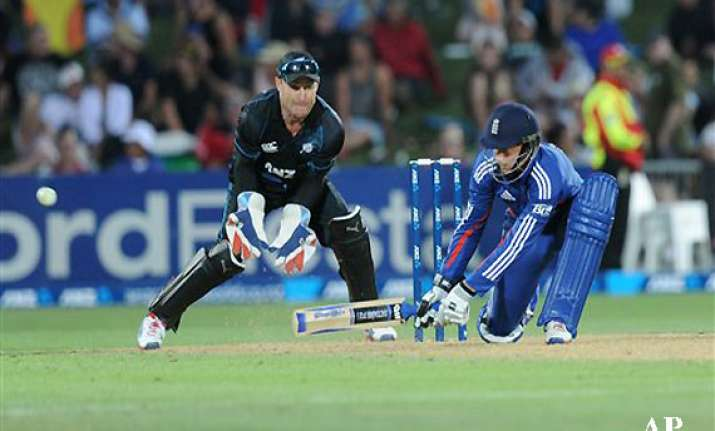 england beats new zealand by 8 wickets in 2nd odi