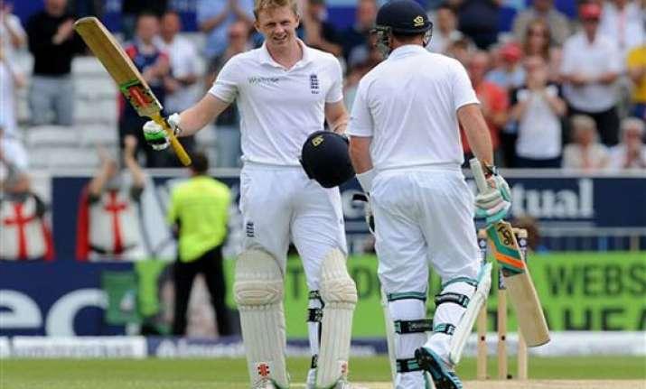 england leads sri lanka by 63 runs in 2nd test
