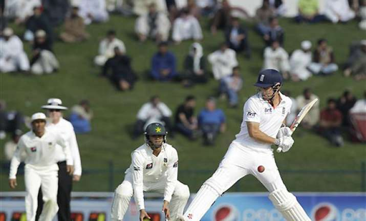 england 207 for 5 in reply to pak s 257 in first innings