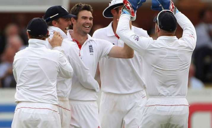 anderson picks five for as india lose first test by 196 runs