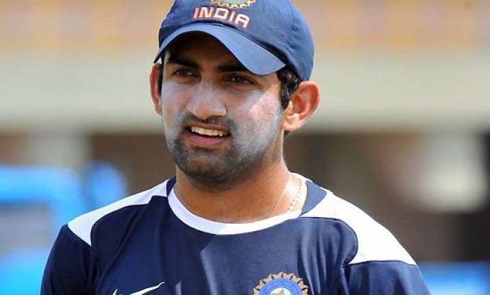 gambhir defends himself for playing despite injury
