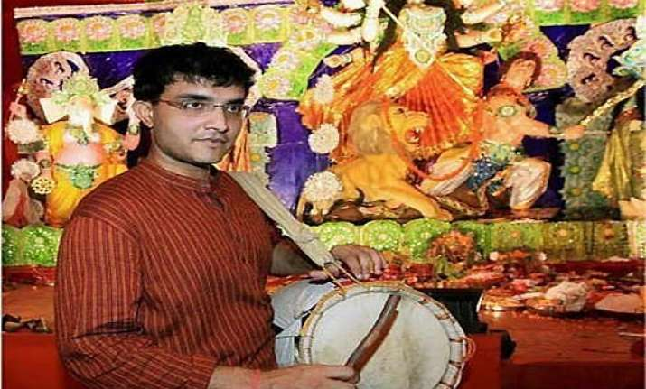 ganguly performs dhunuchi naach in durga puja festival