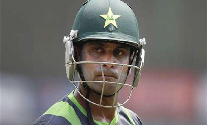 hafeez quits as pakistan t20 captain