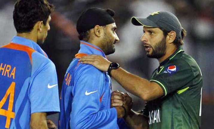 harbhajan hits out at afridi for his comments on indians