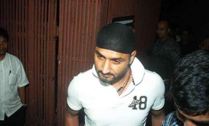harbhajan singh robbed on road car damaged