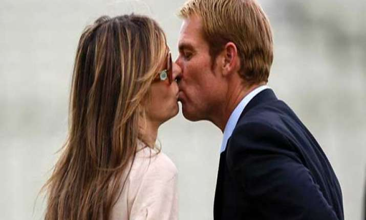 how shane warne still rules elizabeth hurley s heart