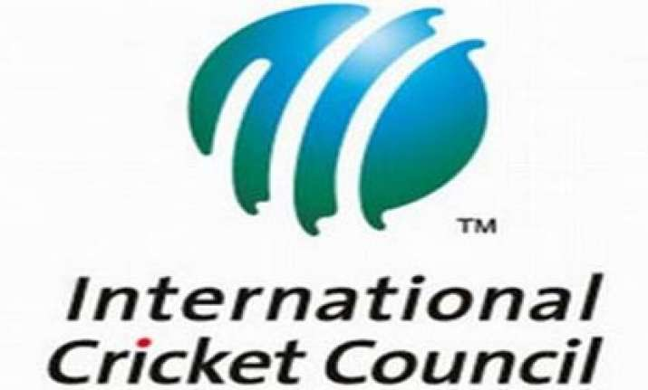 icc official detained with unaccounted cash at mumbai